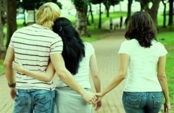 amoureuse-homme-en-couple