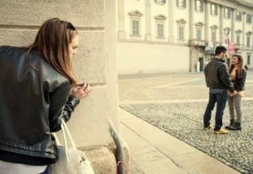 l'interdit d'espionner son ex