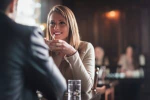 Comment trouver un sujet de conversation avec une fille