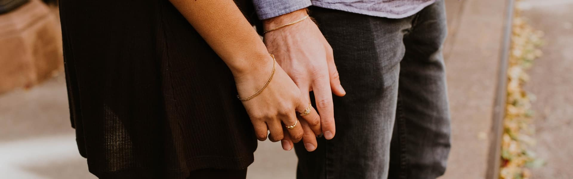 Couple qui essaie de ne pas se séparer
